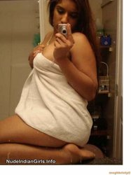 Indian Girl After bath Taking her Self Shot Pics in Bathroom Goes Naked