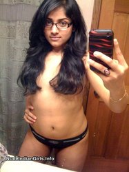Beautiful Indian Girl Goes Nude Showing her Boobs & Pussy Pics
